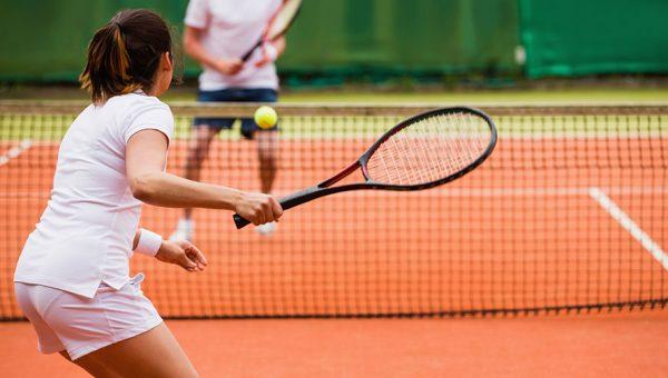 Jugar al tenis en pareja Mare Nostrum