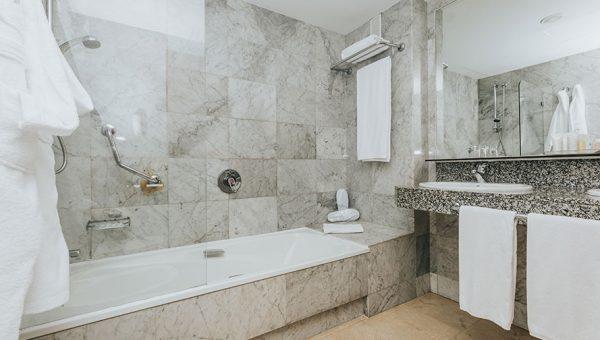 Baño Habitación Doble Hotel Cleopatra