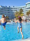 piscina exterior para niños mediterranean palace