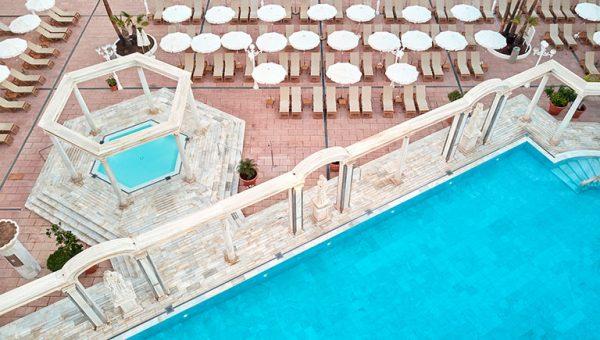 Piscina Romana y Solarium Hotel Cleopatra