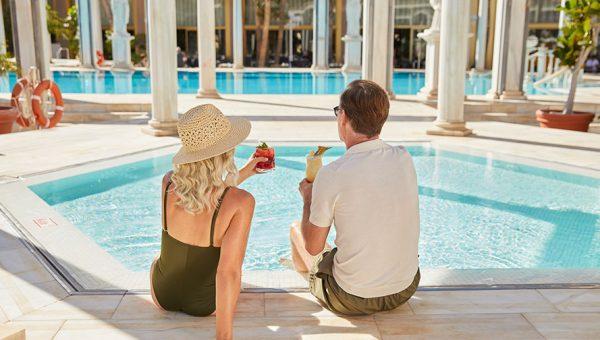 Bar en la Piscina Cleopatra Palace