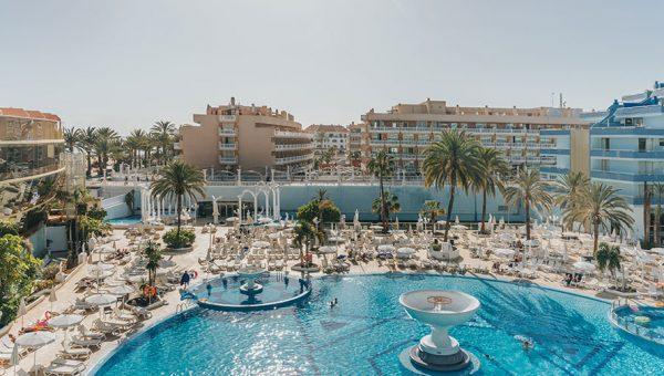 Suites con vistas a la piscina