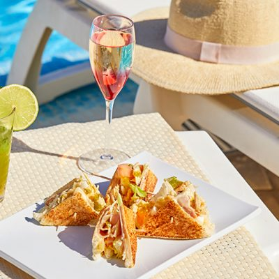 Comer en la piscina Bar Vitaminas