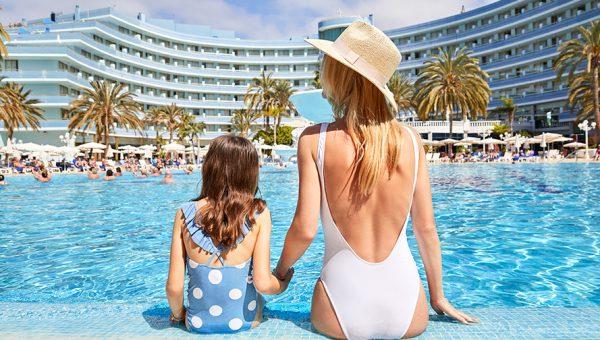 piscina disfrutar en familia mediterranean