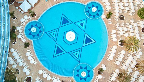 piscina mediterranean palace
