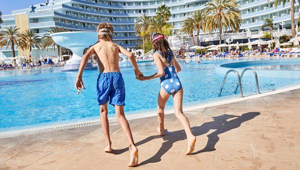 piscina para niños mediterraenan palace